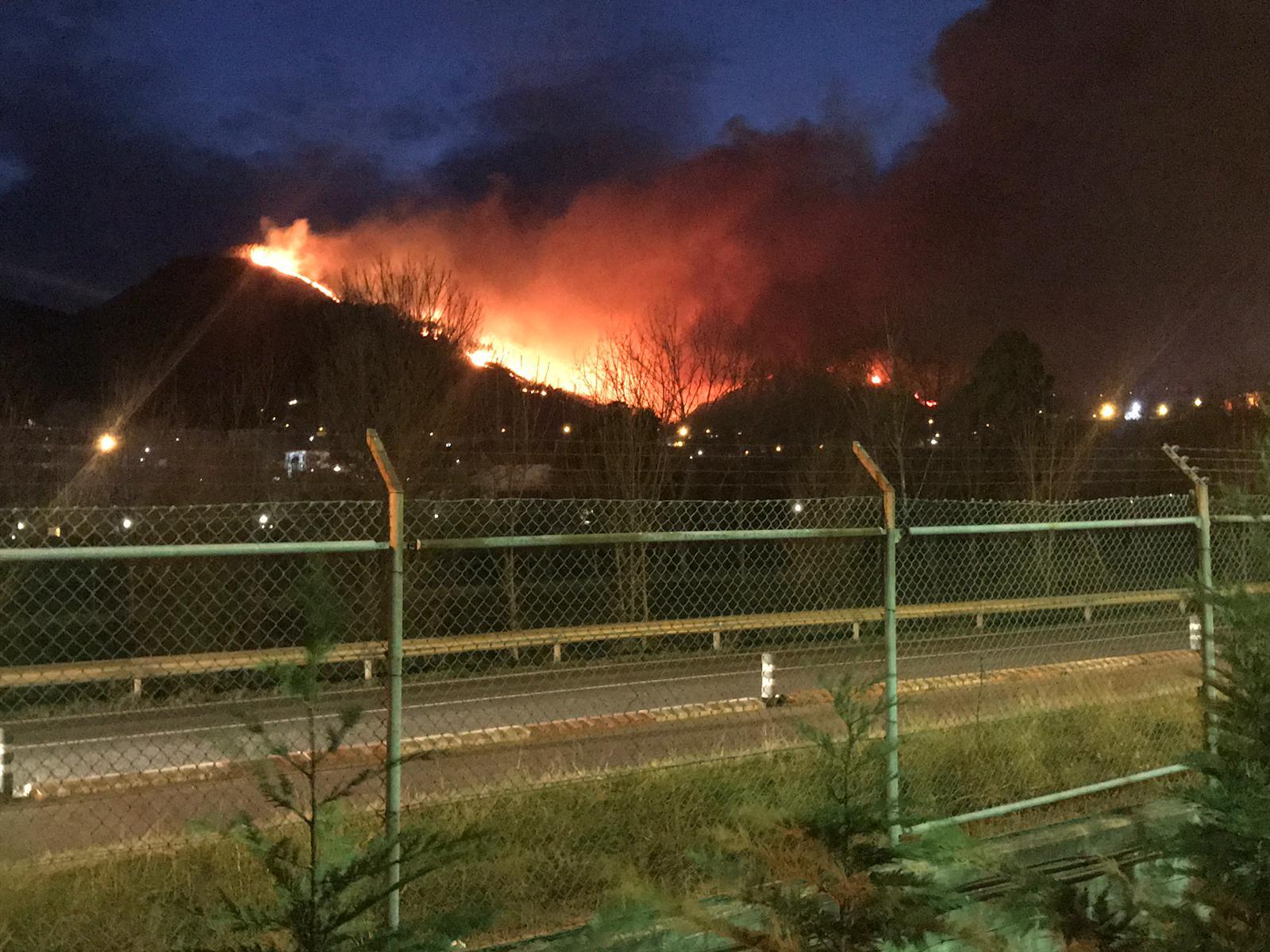 Espectacular incendio en Muskiz