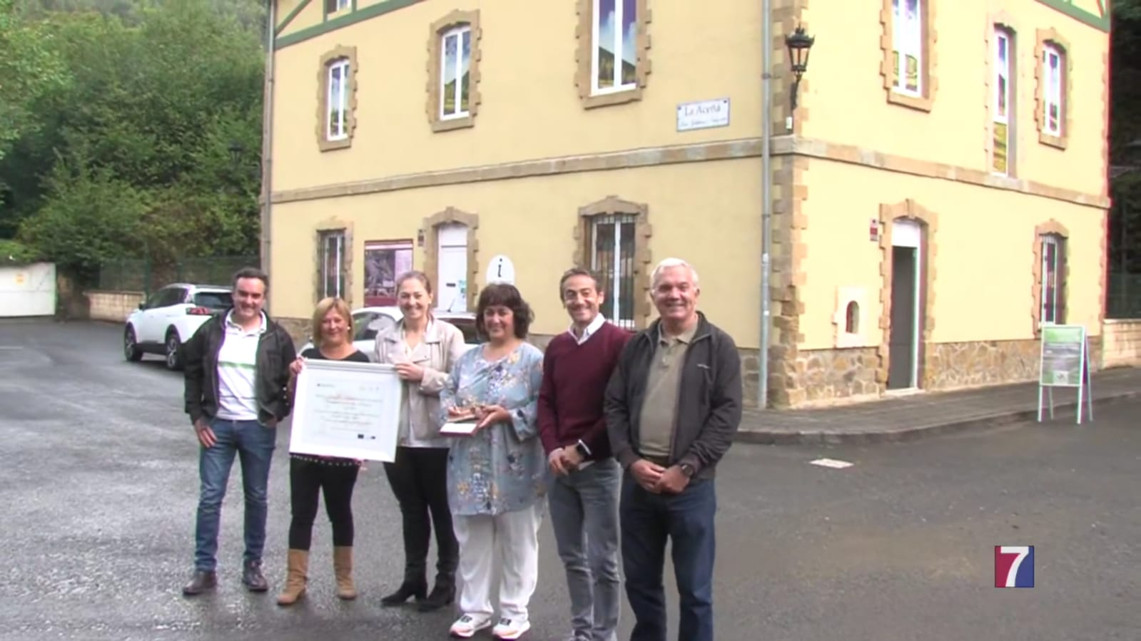 """El premio europeo es un """"acicate"""" para seguir trabajando en la promoción de la vía verde Montes de Hierro."""